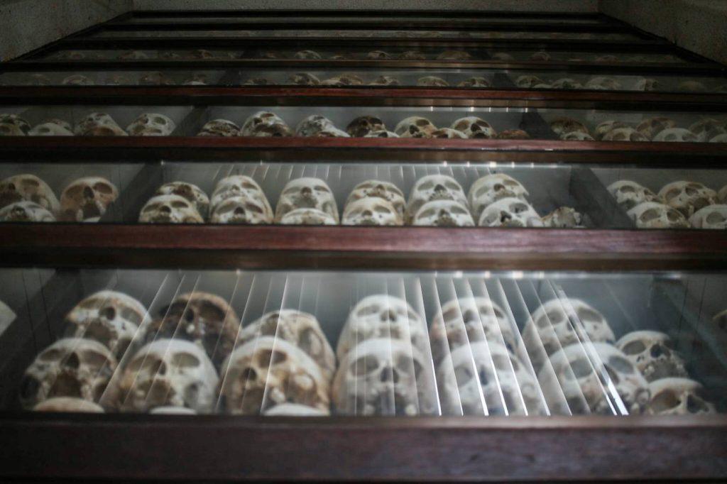 cranios-campo-concetração-khmer