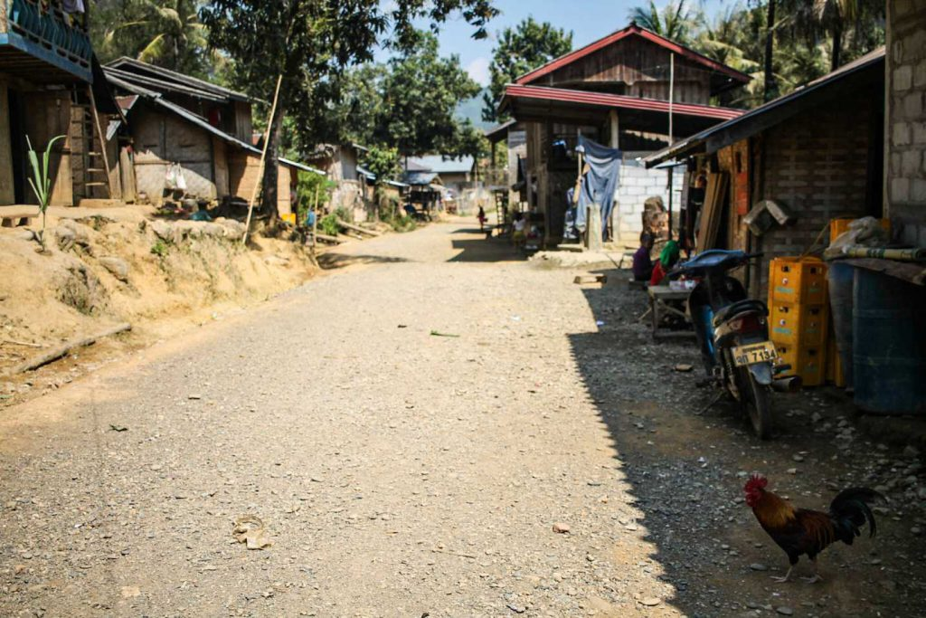 rua-aldeia-rural-laos