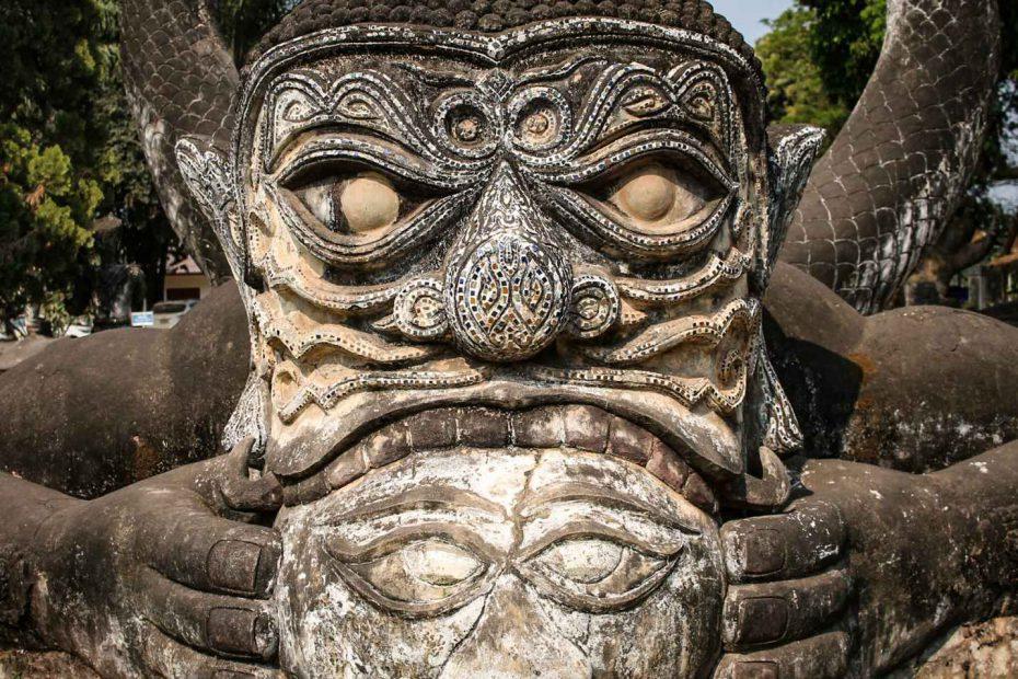 viagem-laos-escultura