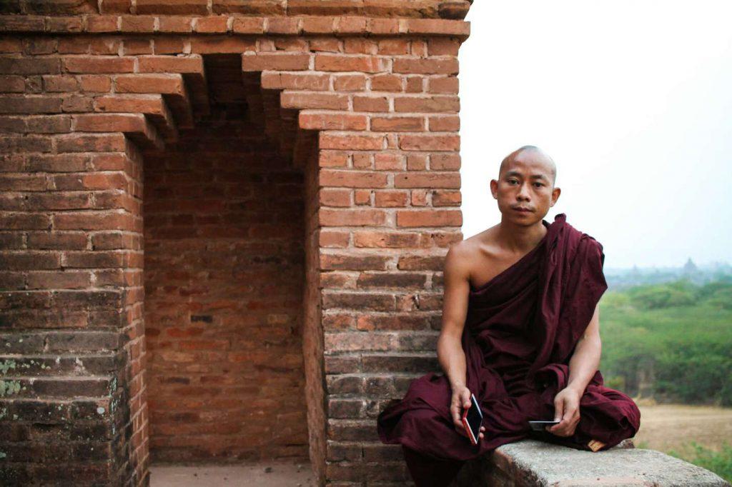 monge-templo-bagan-myanmar