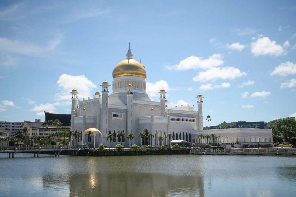 mesquita-sultão-omar-ali-saifuddin