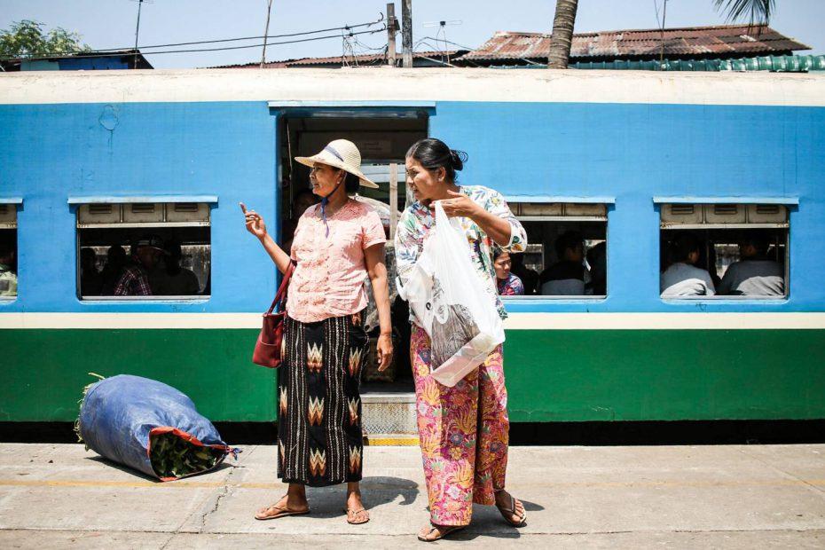 visitar-myanmar-comboio