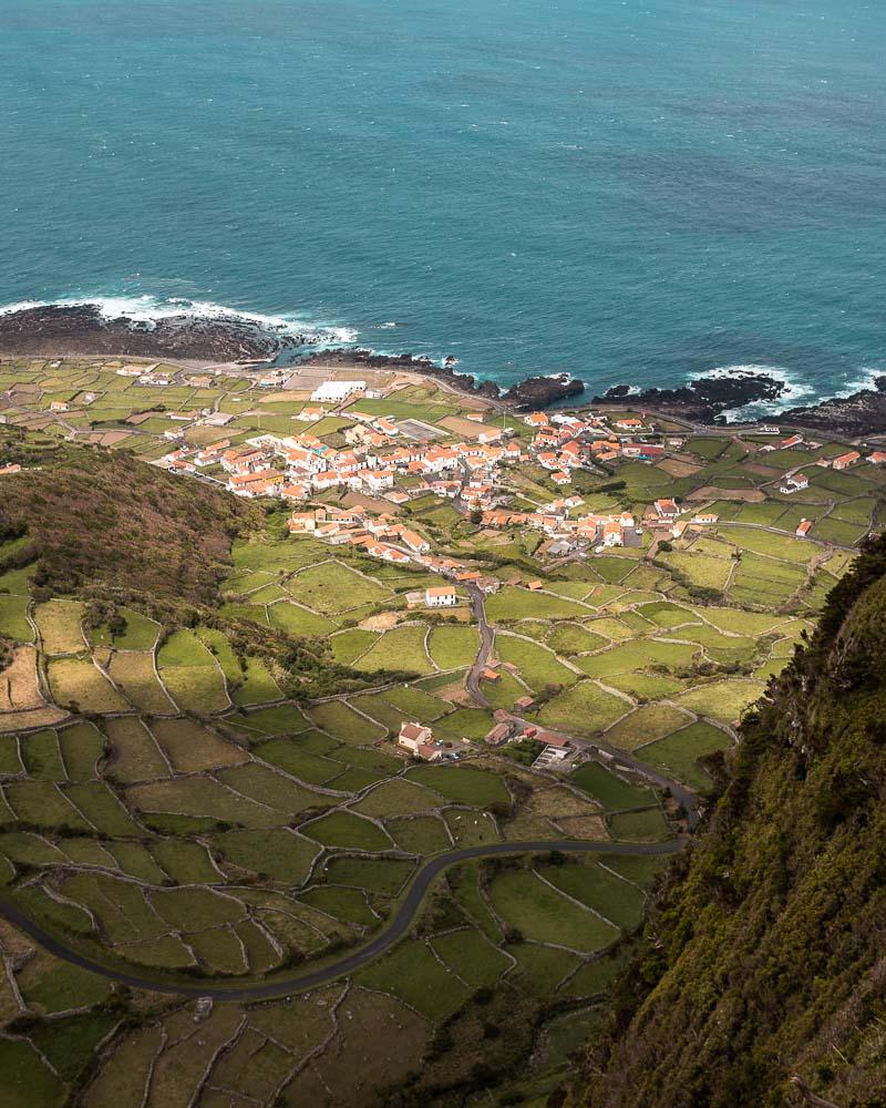 Vista sobre a Fajã Grande e o mar na Ilha das Flores