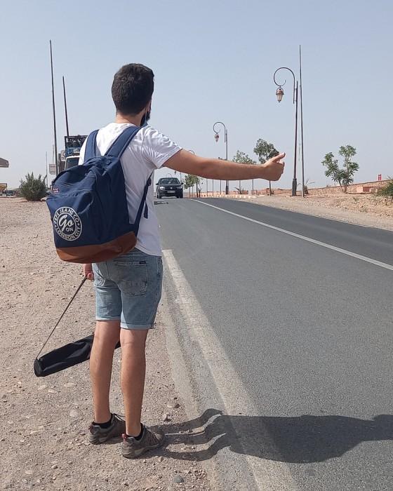 João a pedir boleia em Marrocos