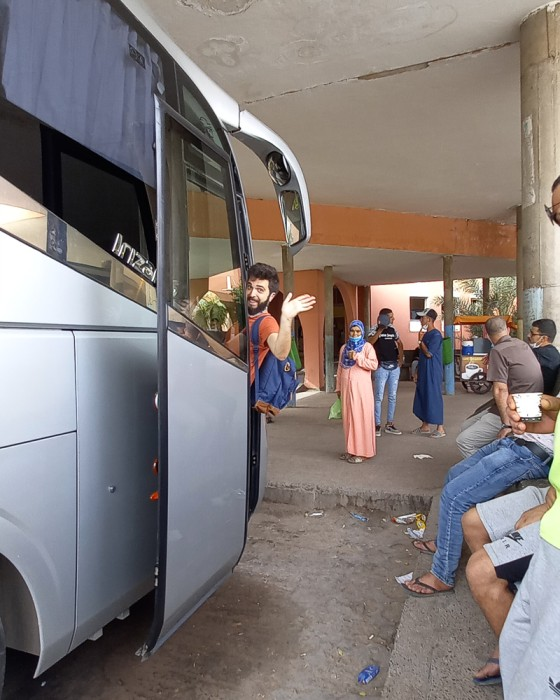 João a entrar em autocarro